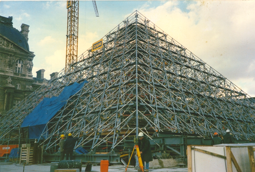 Leneutre m canique de precision - Construction pyramide du louvre ...